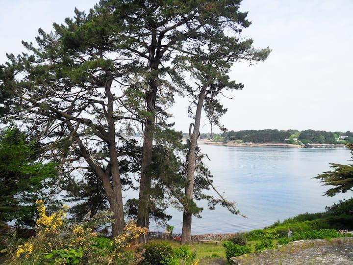 Maisonnette vue et accès mer face à l'ouest