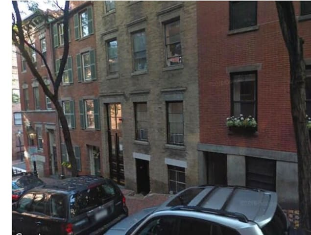 Charming Private Entrance Beacon Hill 2 Bed
