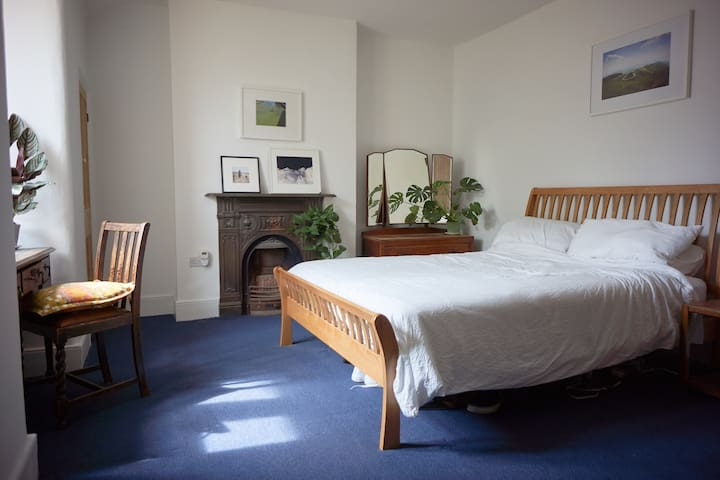 Large room in a charming Victorian terrace