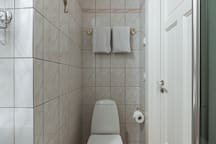 En-suite & private bathroom. Fully equipped with sink, shower and toilet. Towels, shampoo & shower gel is provided.