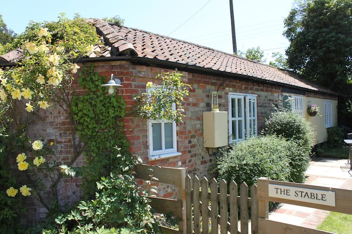 The Stable, a cozy cottage in lovely rural setting