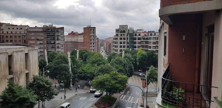 Bilbao centro. Habitación individual,piso acogedor