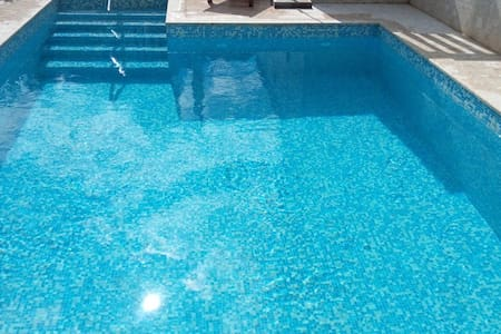 Deluxe penthouse with pool and direct seaview - Okrug Gornji - Villa