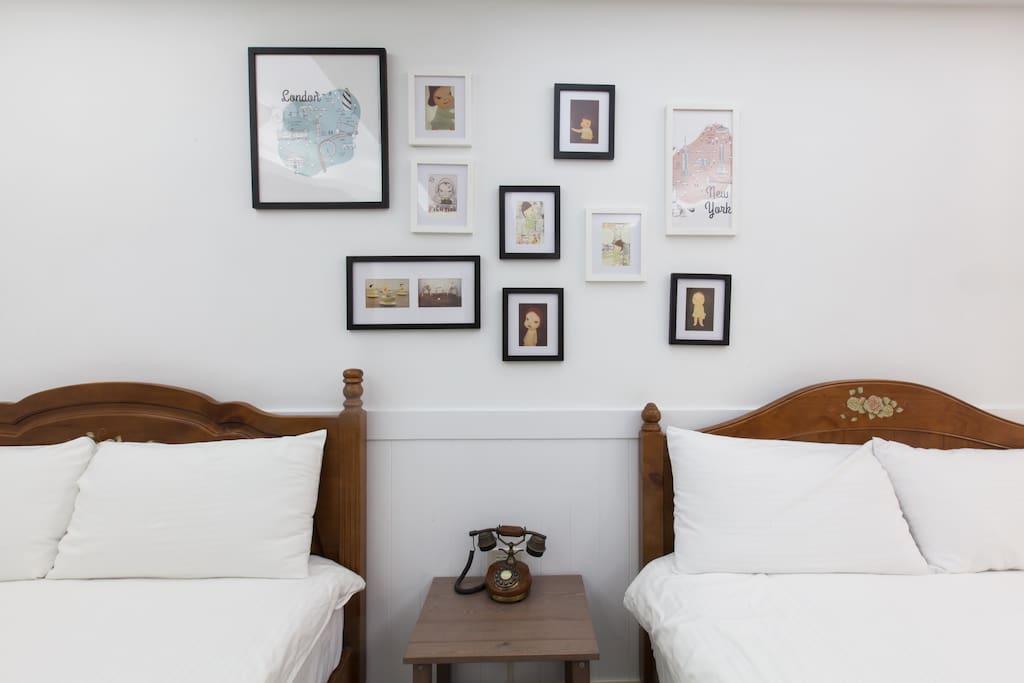 兩張雙人床,一張沙發床,獨立衛浴,兩位亦可入住