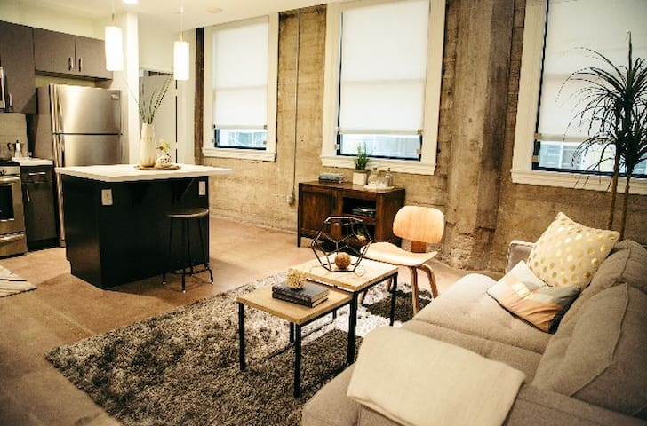 Cozy & Modern DTLA 1BD/1BA Loft + Free Parking