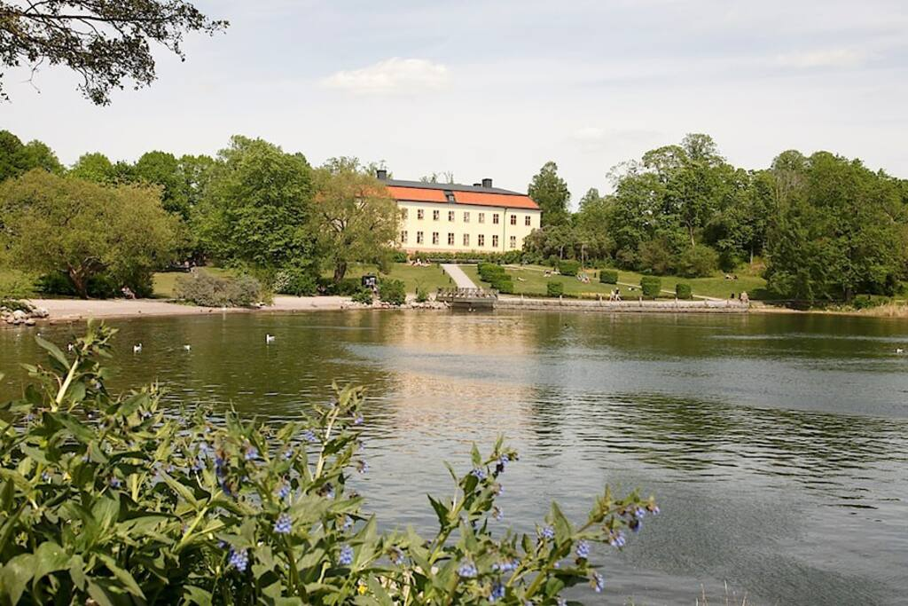 Edsbergsslott 150 meters from the house
