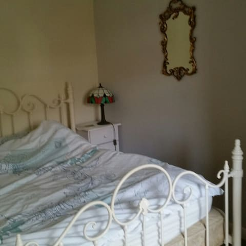 Quiet double room with balcony - Saltdean - Casa