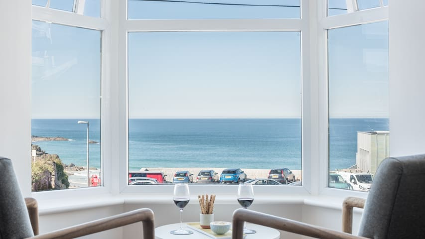 Coastal Seascape, luxury three bedroom apartment with parking and outstanding sea views
