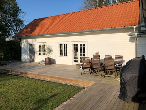 New built guesthouse, 100m from the beach; skiing