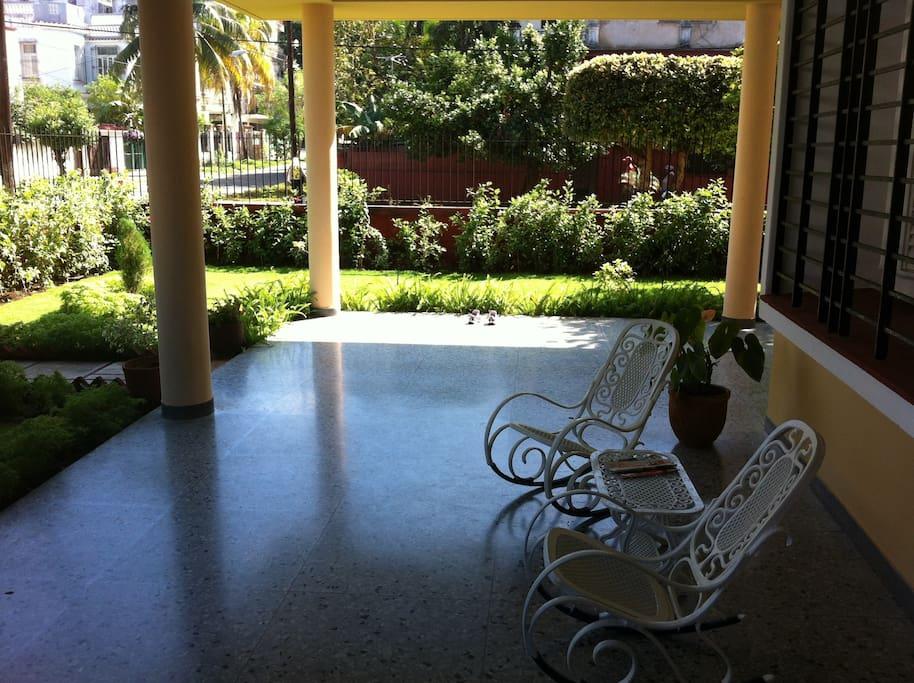 Belle maison avec un beau jardin chambres d 39 h tes - Maison a louer 3 chambres avec jardin ...