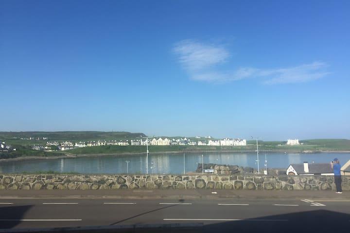 Port-Trae Portballintrae has beautiful sea views
