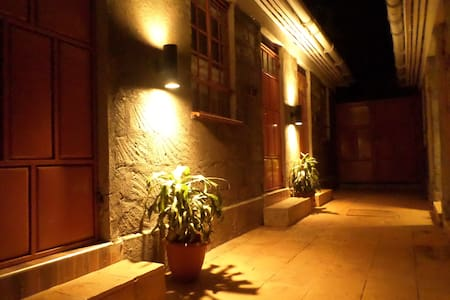 The Shed Lounge and Grill Dupelx Rooms - Nairobi - Bed & Breakfast
