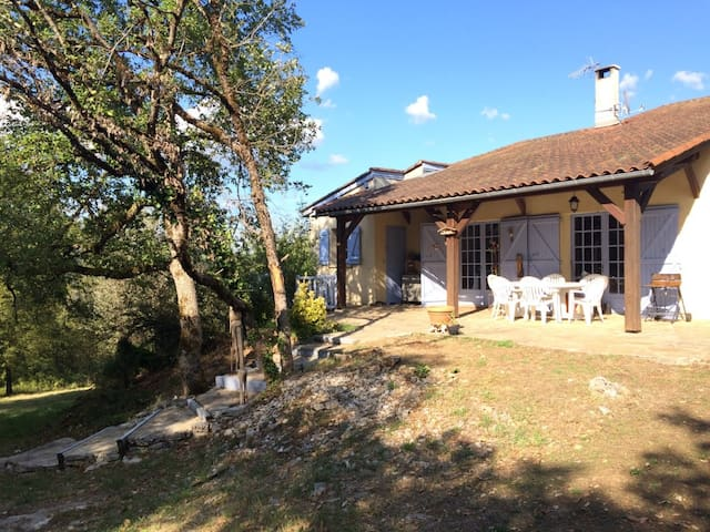 Villa-Piscine. Parc Régional des Causses du Quercy - Boussac - Villa