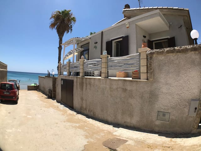 Appartamentino indipendente sul mare.