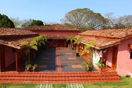 Casa de Quincha/ 2 Habitaciones / 6 personas