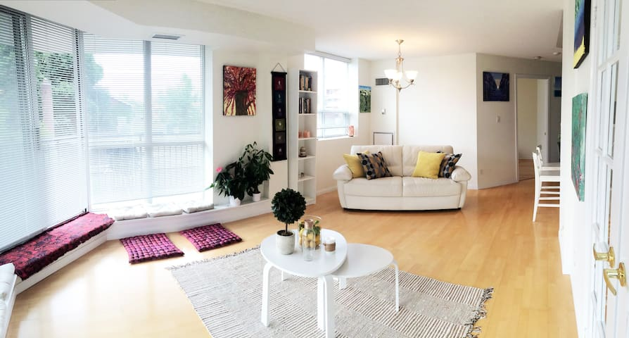 Luxury Artist's Condo – Happy, Bright & Spacious