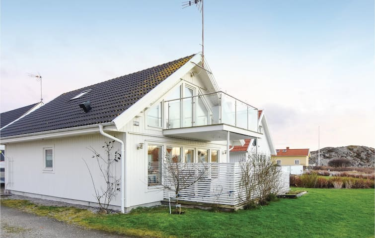 Holiday cottage with 3 bedrooms on 95 m² in Klövedal