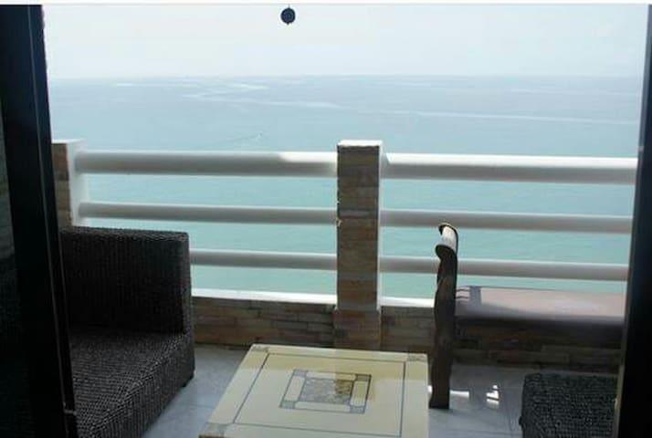 2BRs Oceanfront Mae Rumphueng Beach