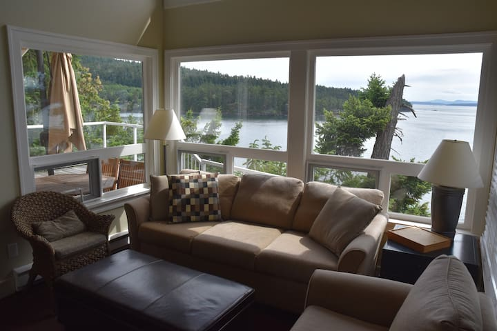 OTTER BAY - OCEANVIEW COTTAGE - Pender Island - Rumah
