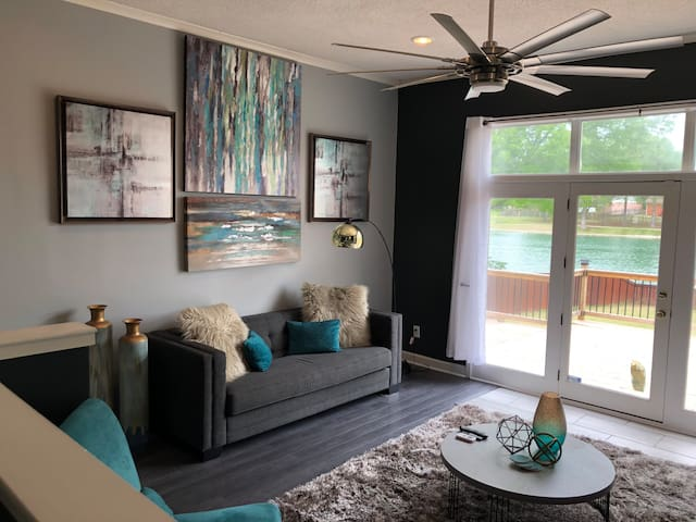 Relaxing 2-story Townhouse with Lakeview
