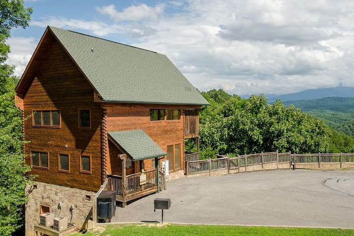Cabin with Spectacular Views - Sevierville