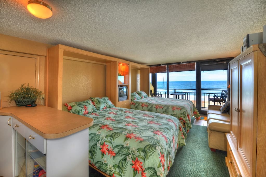 Large studio apartment with 2 queen beds and great view of the ocean