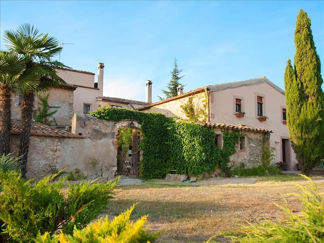Masia Vera for 20 guests, surrounded by Spanish mountains and vineyards! - Barcelona Region - Villa