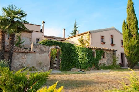 Masia Vera for 20 guests, surrounded by Spanish mountains and vineyards! - Barcelona Region - 别墅