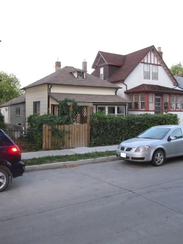 Private Home Near Downtown Winnipeg - Dog Friendly - Winnipeg - House