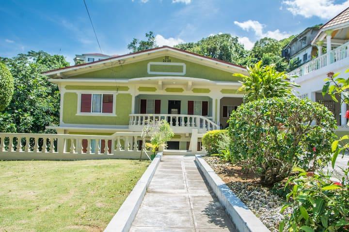 Honeycomb Utopia:  Home for 6,AC near Port Antonio