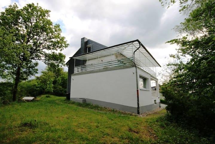 Wohnung mit phantastischem Ausblick - Engelskirchen - Pis