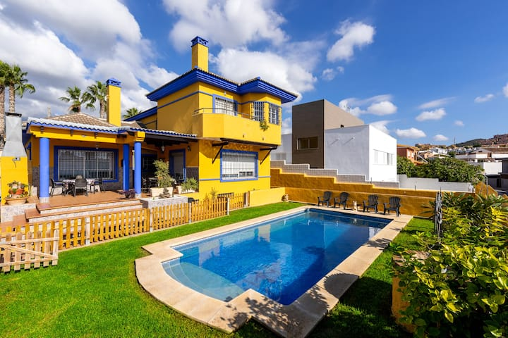 "Holiday Home ""Milestone House"" with Pool, Terrace, Balcony, Air Conditioning & WiFi; Parking Available in the Street"