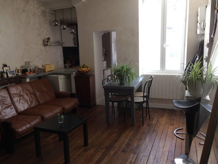 appartement confortable en centre ville de bourges appartements louer bourges centre val. Black Bedroom Furniture Sets. Home Design Ideas