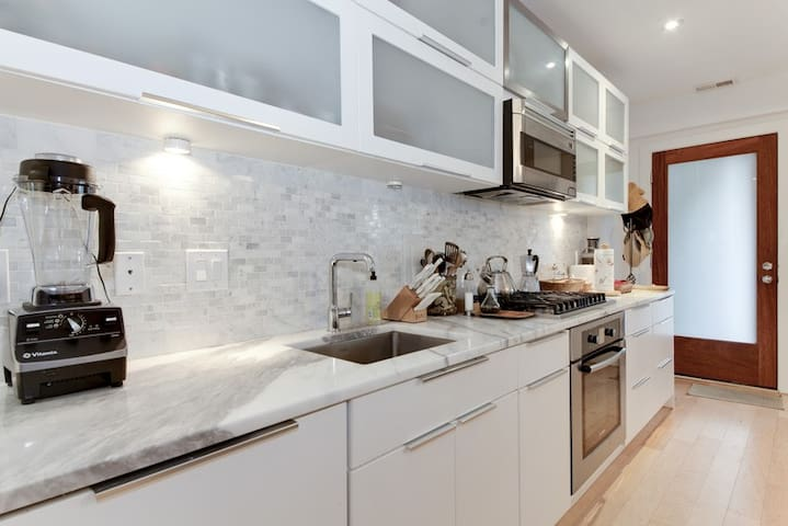 Luxury Apartment steps to The Dupont Circle Metro