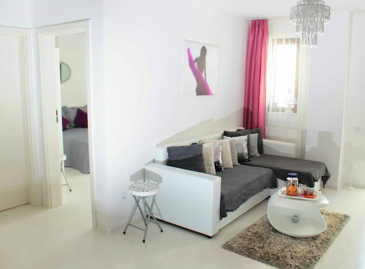 White Luxury Appartment Sibiu with Private Parking
