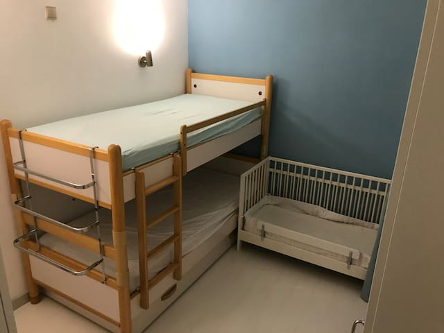 Children's bedroom with classic bunk bed. Mattress size is 90x200 cm Toddler bed is also of classic size 60x120 and is DISMOUNTED usually. Please be sure to bring your own bedsheets. Pillows and blankets are provided and will be on the beds