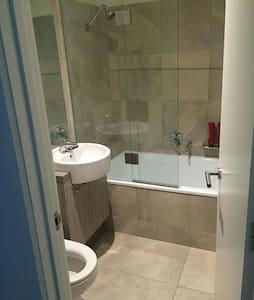 Large Cosy Room with FULL En-suite Bathroom - Toorak