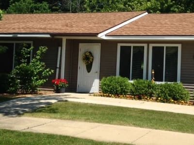 The Rivershore House (handicapped accessible)