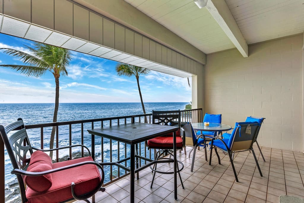 Spacious lanai with ample seatings to enjoy your 180 degree view & listen to the waves