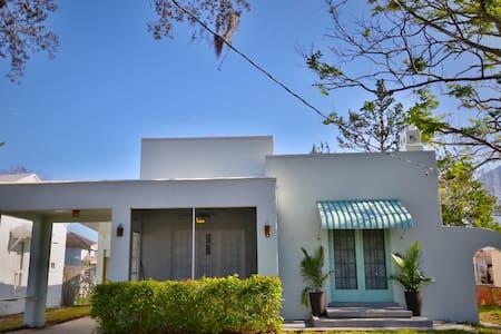 Cozy 2 Bedroom Spanish Villa, Close to Everything! - Daytona Beach