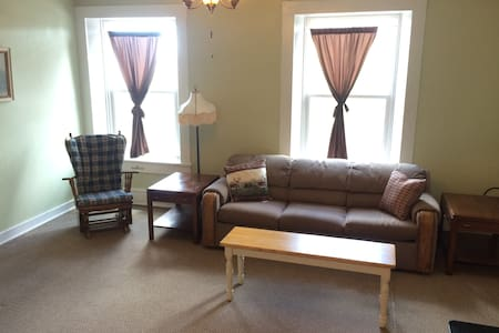 Wonderful Main Street Apartment - Cañon City