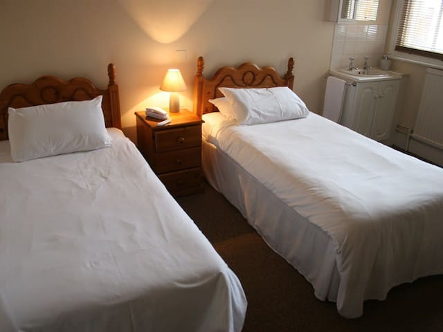 Twin room-Ensuite 20 @ The Kings