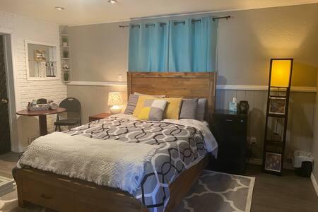 Modern, cozy comfortable room, sptr entrance