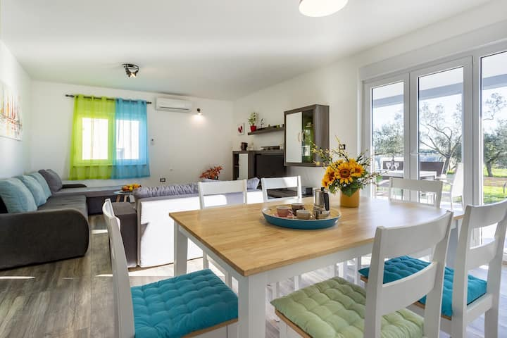 Santa Domenica - Holiday Home with Pool, Garden and BBQ