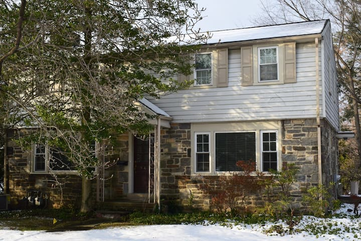 Quiet, Comfortable 3 Bd Wynnewood Home– Great Area