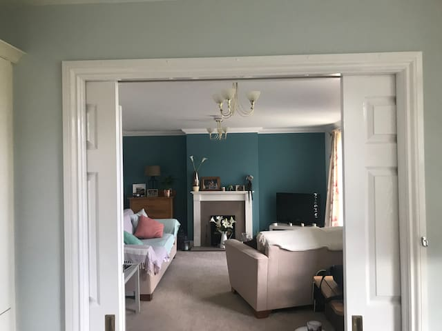 Bright garden flat in quiet, central location.