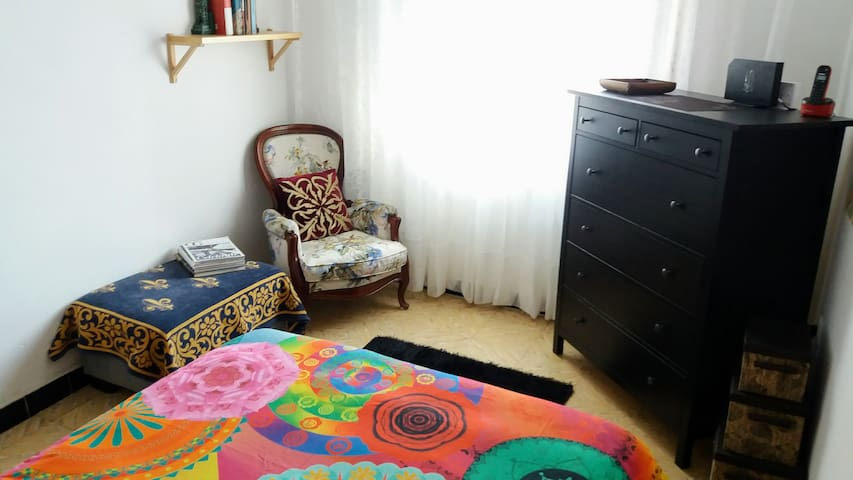 Quiet & sunny double room - Cornellà de Llobregat - Appartement