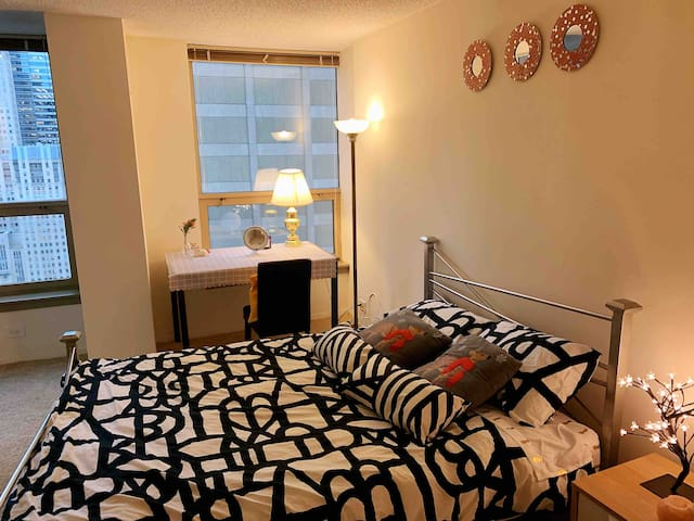 Downtown High-Rise 1BR, Step to Wills Tower 10mins