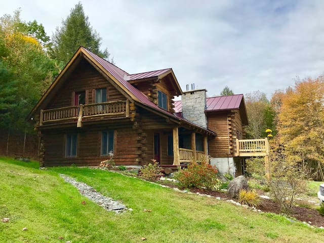 Spacious Log Home near Interstate 93