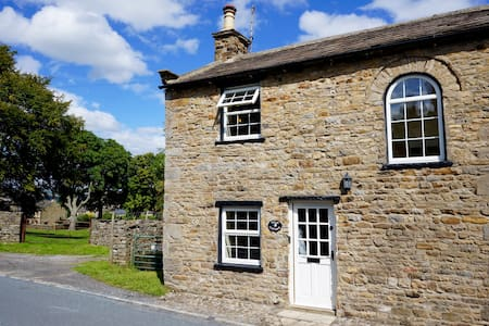 Character Cottage In West Burton - North Yorkshire
